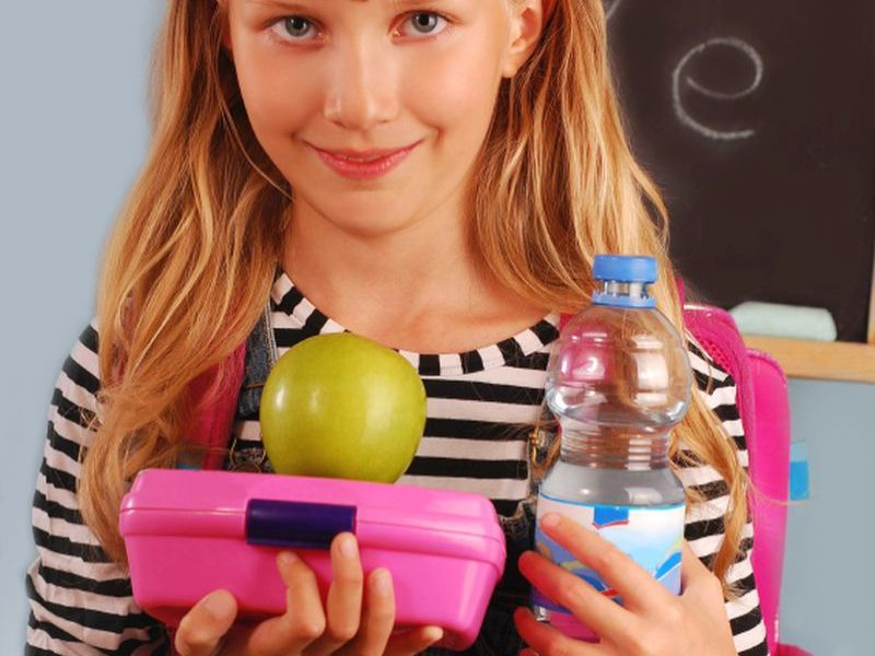 girl with lunchbox