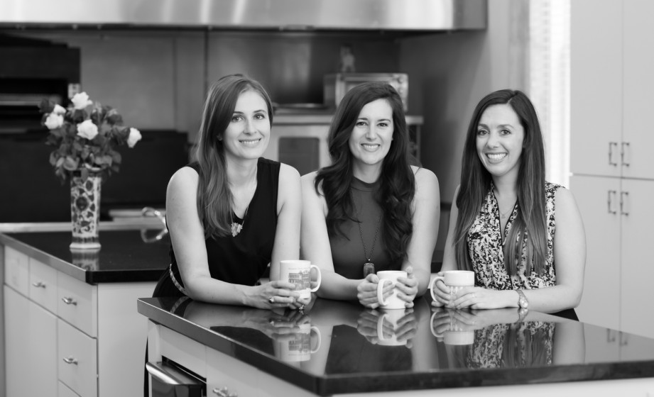 Three nutrition specialist in a kitchen holding coffee mugs