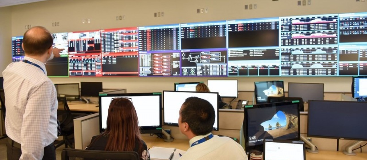 Example of a patient care coordination center featuring GE's wall of analytics