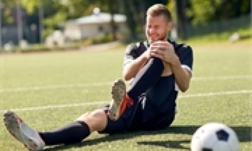 Soccer player holding his knee